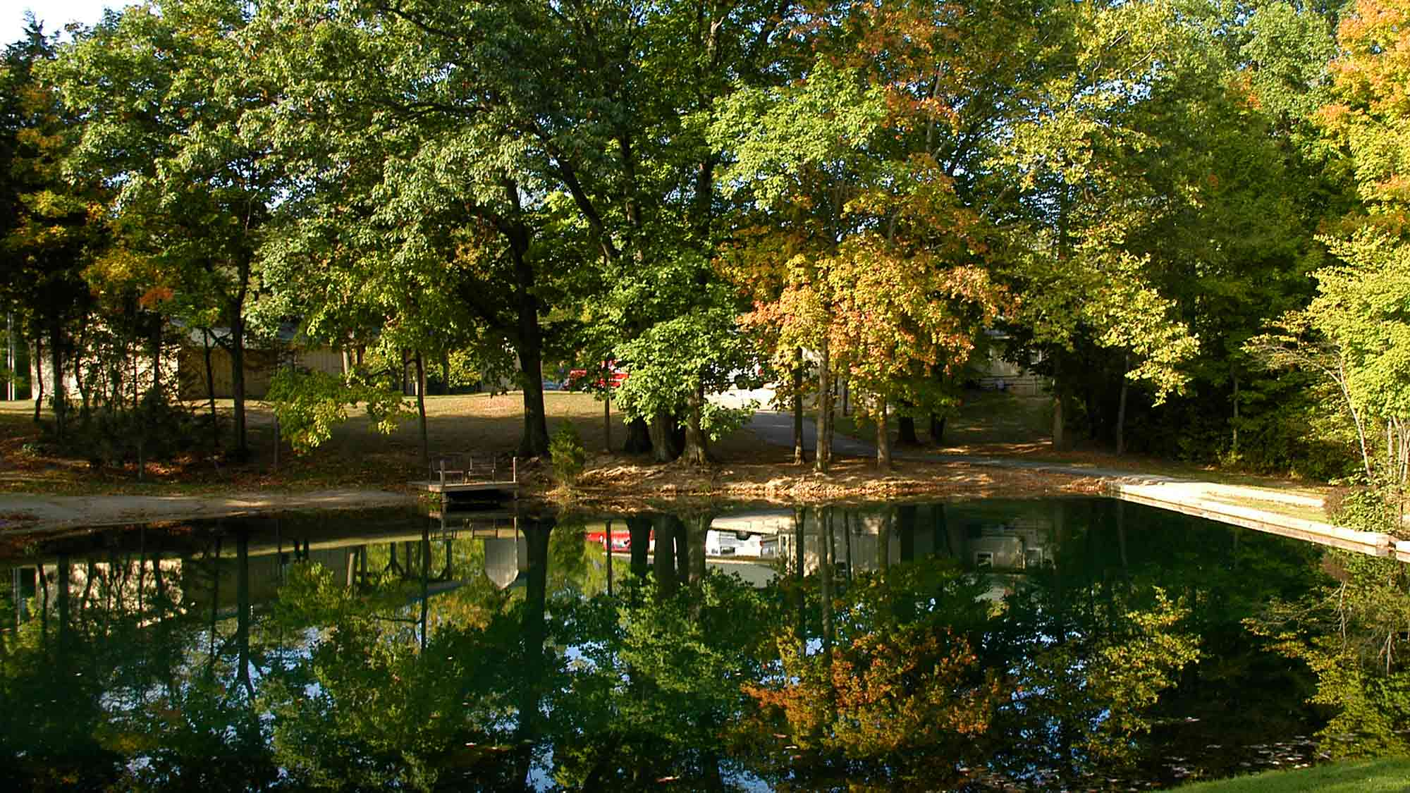 website-campus-pond